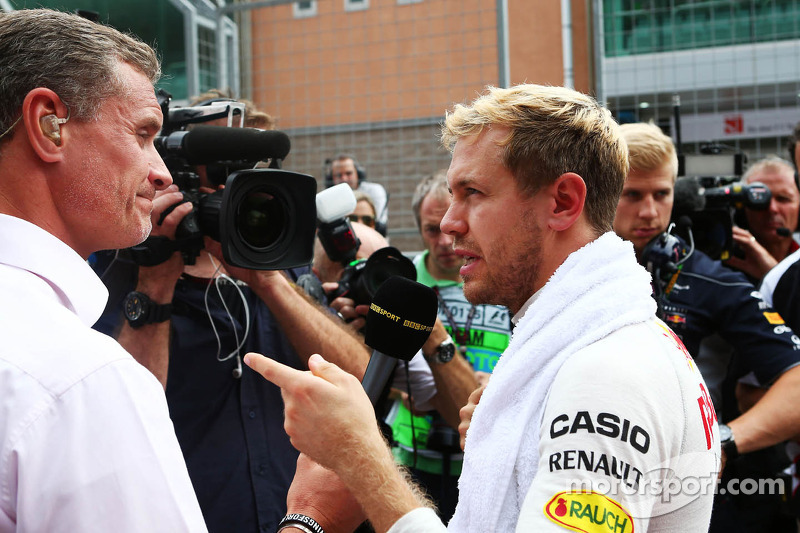 (L naar R): David Coulthard, Red Bull Racing en Scuderia Toro Advisor / BBC-commentator met Sebastian Vettel, Red Bull Racing op de grid