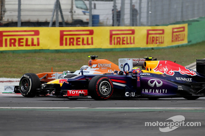 Adrian Sutil, Sahara Force India F1 Team spint bij de herstart en raakt Mark Webber, Red Bull Racing