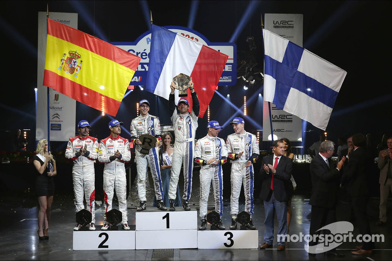 Podium: ganadores  Sébastien Ogier y Julien Ingrassia, segundo lugar Daniel Sordo y Carlos del Barrio, tercer lugar Jari-Matti Latvala y Miikka Anttila