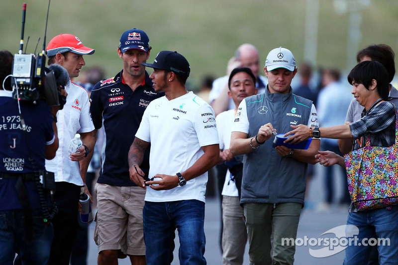 (L naar R): Jenson Button, McLaren met Mark Webber, Red Bull Racing, Lewis Hamilton, Mercedes AMG F1