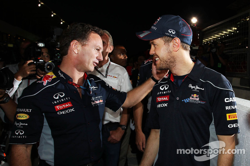 (L naar R): Christian Horner, Teambaas Red Bull Racing met racewinnaar Sebastian Vettel, Red Bull Racing