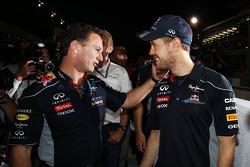 (Da esquerda para direita): Christian Horner, chefe de equipe da Red Bull Racing, com o vencedor da corrida Sebastian Vettel, Red Bull Racing
