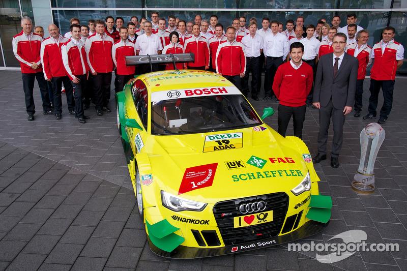 2013 kampioen Mike Rockenfeller bezoekt de Audi-fabriek