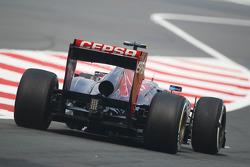 Daniel Ricciardo, Scuderia Toro Rosso STR8 verlaat de pits