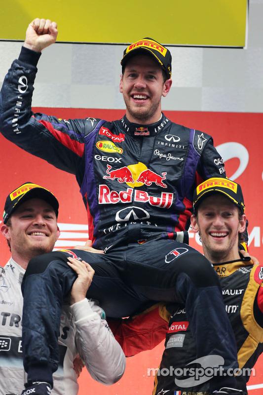 pódio: vencedor e 2013 world champion Sebastian Vettel, segundo colocado Nico Rosberg, terceiro colo