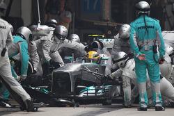 Lewis Hamilton, Mercedes AMG F1 W04 makes a pit stop