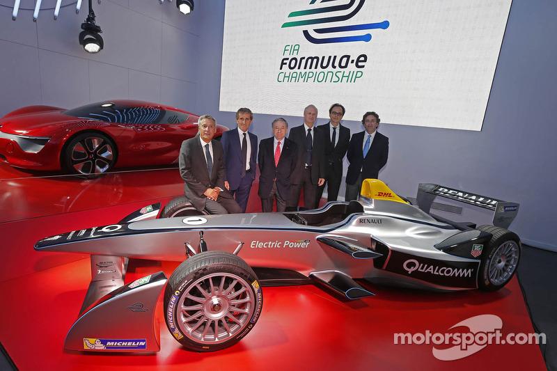 Alain Prost en Jean-Paul Driot met Jean Todt, FIA President, en Alejandro Agag, mede-oprichter van het Formula E Championship