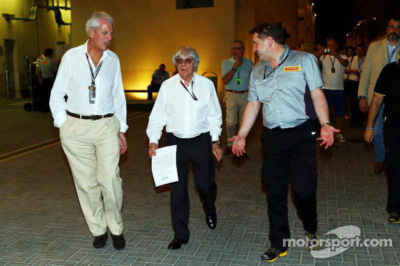 (L naar R): Marco Tronchetti, Pirelli Chairman met Bernie Ecclestone, CEO Formula One Group, en Paul