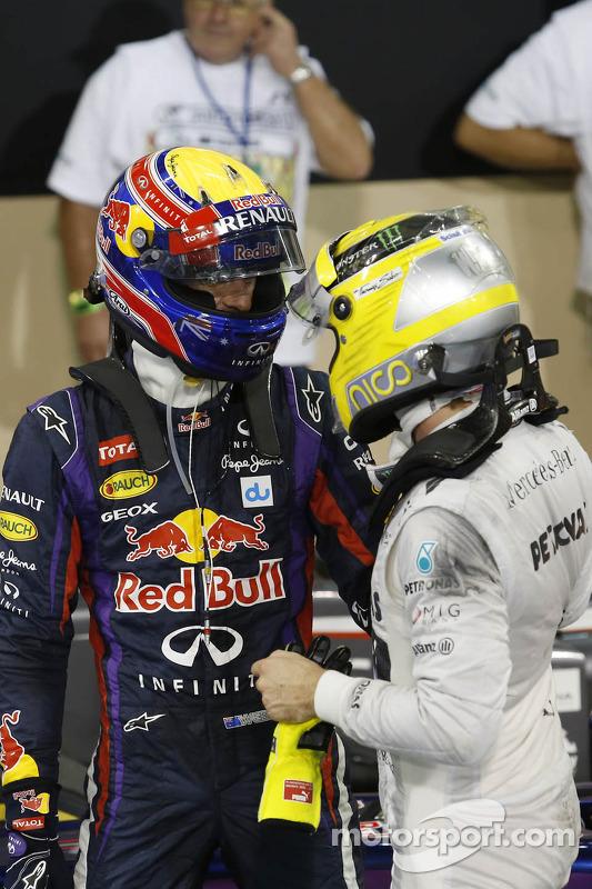 (Da esquerda para direita): Mark Webber, Red Bull Racing, comemora sua pole position no parque fecha