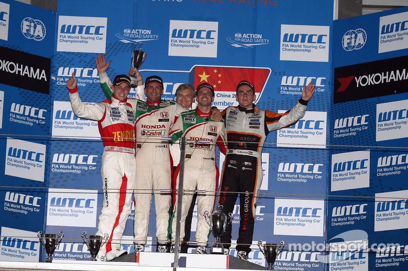 1e plaats Tiago Monteiro, Honda Civic Super 2000 TC, Honda Racing Team Jas, 2e plaats voor Gabriele