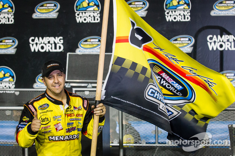 Championship victory lane: NASCAR Camping World Truck Series 2013 kampioen Matt Crafton viert feest