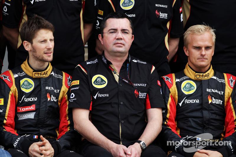(L naar R): Romain Grosjean, Lotus F1 Team met Eric Boullier, Teambaas Lotus F1 en Heikki Kovalainen