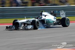 Lewis Hamilton, Mercedes AMG F1 W04 locks up under braking