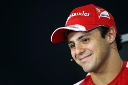 (Da esquerda para direita): Felipe Massa, Ferrari, com Mark Webber, Red Bull Racing, na coletiva de imprensa da FIA