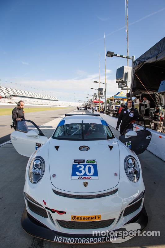 #30 NGT Motorsport Porsche GT America: Jakub Giermaziak, Christina Nielsen, Alex Müller, Dennis Treb