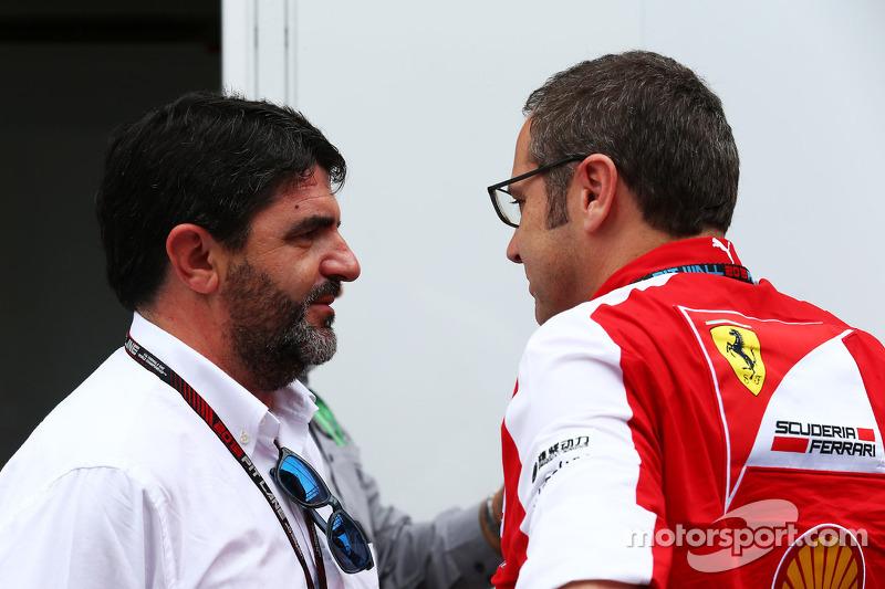(L naar R): Luis Garcia Abad, Manager of Fernando Alonso, Ferrari met Stefano Domenicali, Algemeen D