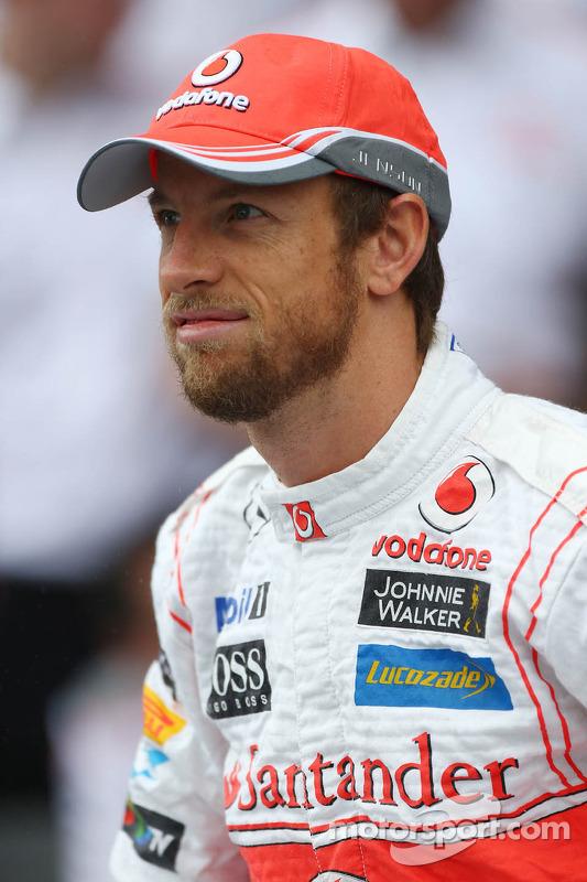Jenson Button, McLaren com o time de fotógrafos