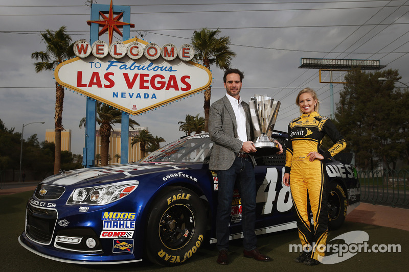 2013 kampioen Jimmie Johnson met Miss Sprint Cup Brooke Werner