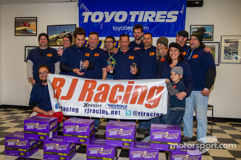 Klasse-winnaars #23 RJ Racing Mazda Miata: Gary Browne, Roger Eagleton, Rob Gibson, John Gibson