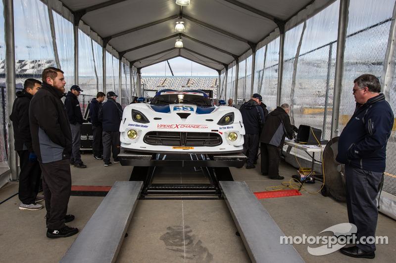 #33 Riley Motorsports SRT 蝰蛇 GT3-R 在技术检查中