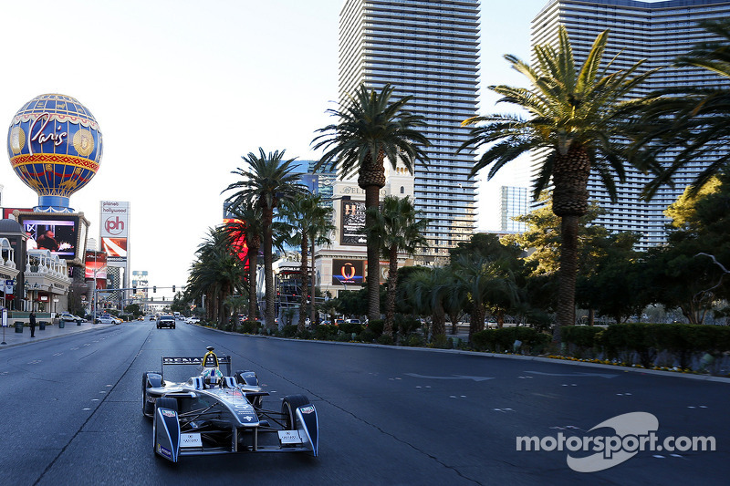 Spark-Renault SRT-01E al Las Vegas Boulevard