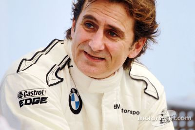 Alex Zanardi volta para as pistas