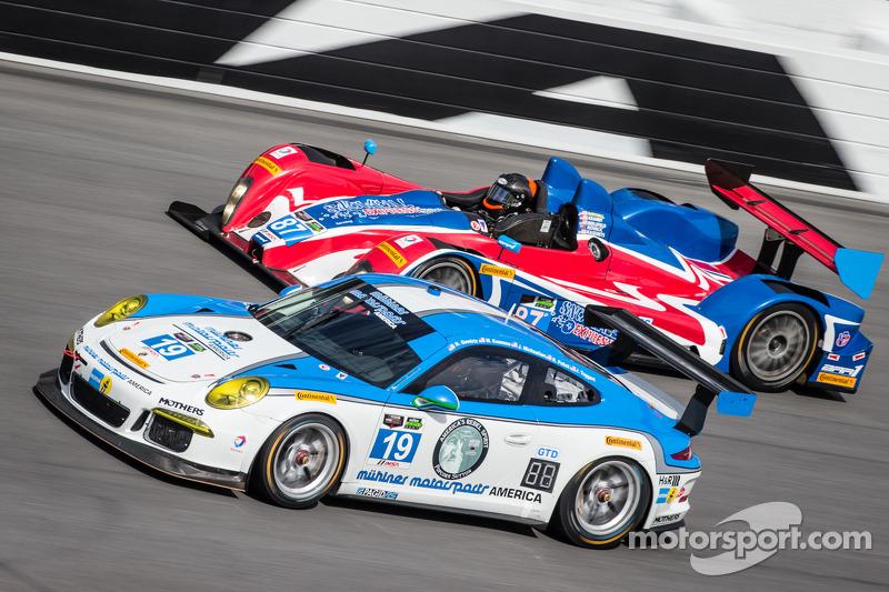 #19 Muehlner Motorsports America 保时捷 911 GT America: 兰迪·普博斯特, 吉姆·迈克廉, 鲍勃·多伊尔, 罗伯特·格维尔茨, 马克·夸默 和 #87