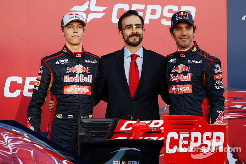 Daniil Kvyat, Scuderia Toro Rosso, and teammate Jean-Eric Vergne, Scuderia Toro Rosso, unveil the ne