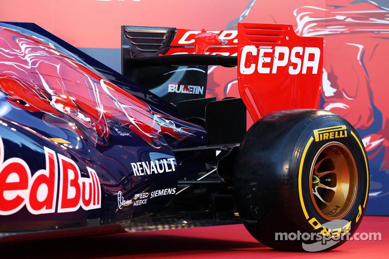 La nuova Scuderia Toro Rosso STR9 viene presentata: sospensione posteriore e alettone posteriore