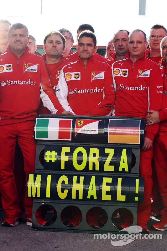 Il team Ferrari mostra sostegno a Michael Schumacher