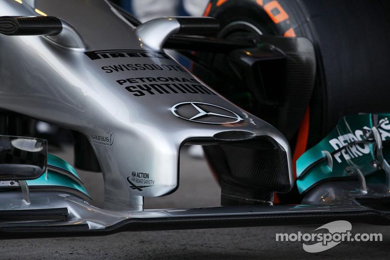 La presentazione della nuova Mercedes AMG F1 W05 - ala anteriore e dettaglio musetto