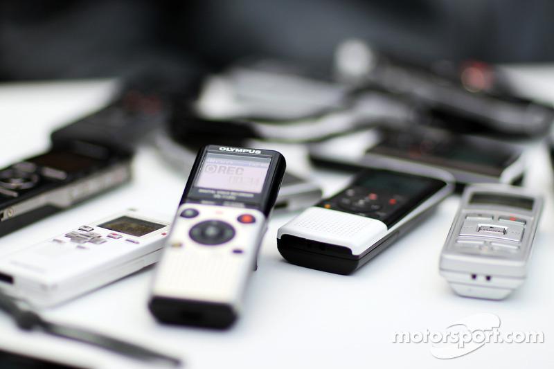 F1测试第二日周三,记者的录音机