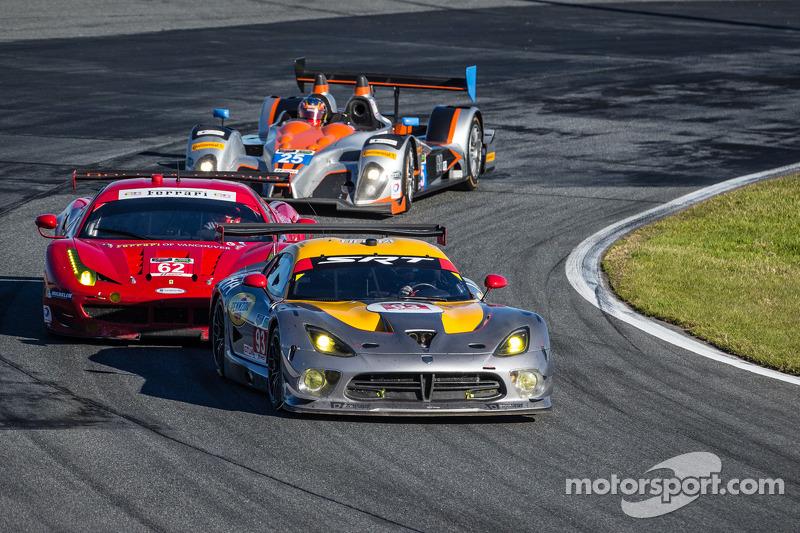 #93 SRT Motorsports SRT Viper GTS-R: Jonathan Bomarito, Kuno Wittmer, Rob Bell, #62 Risi Competizion