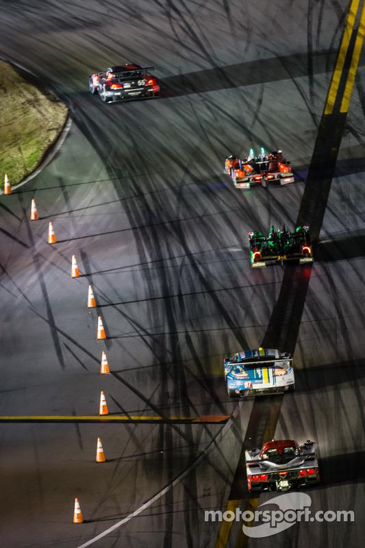 #55 宝马 Team RLL 宝马 Z4 GTE: 比尔·奥伯伦, 安迪·普里奥, 乔伊·汉德, 马克西姆·马丁 领先车阵
