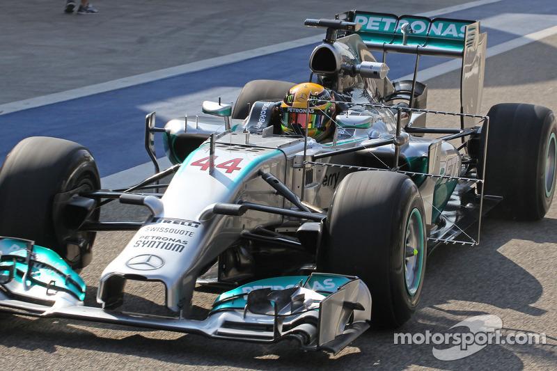 Lewis Hamilton, Mercedes AMG F1 W05 corre con el equipo de sensor