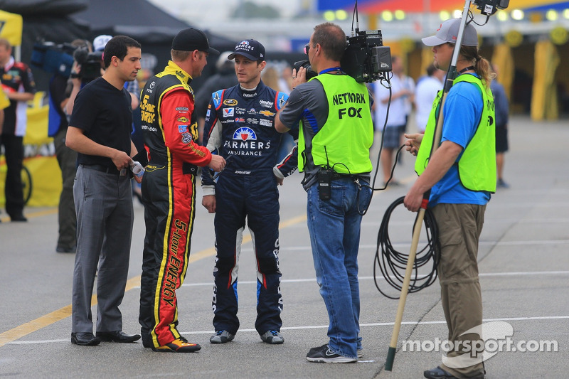 Clint Bowyer, Michael Waltrip Racing Toyota ve Kasey Kahne, Hendrick Motorsports Chevrolet