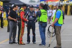 Clint Bowyer, Michael Waltrip Racing Toyota and Kasey Kahne, Hendrick Motorsports Chevrolet
