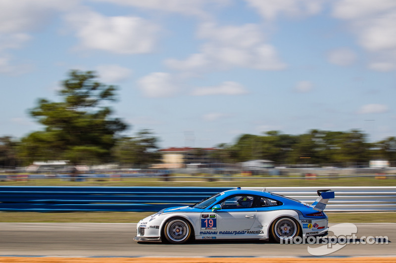 #19 Muehlner Motorsports America 保时捷 911 GT America: 尼科·韦尔东克