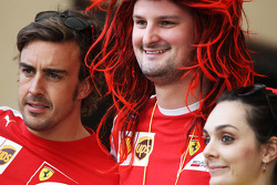 Fernando Alonso, Ferrari with Anthony Hvala, Ferrari Competition winner
