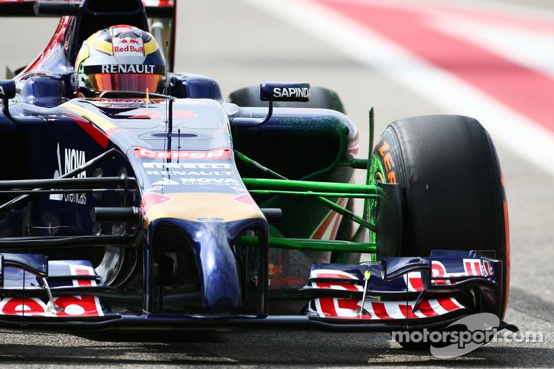Vettel, 2015 yılı için Ferrair ile anlaşırken, Red Bull'da boşalan koltuk için iki aday vardı; Vergne ve Kvyat. Takım tercihini Kvyat'tan yana kullanırken, Vergne'in Toro Rosso macerası da son buldu.