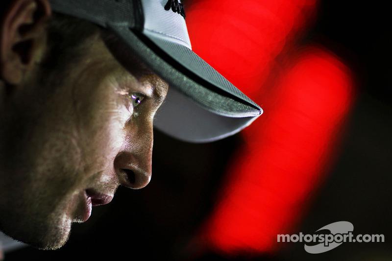 Jenson Button, McLaren con i media