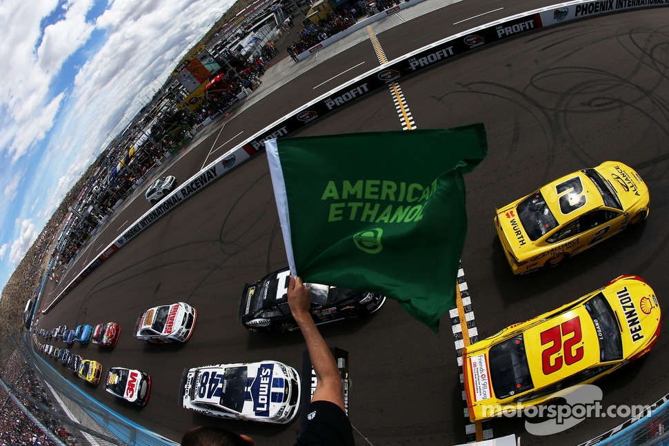 Start: Brad Keselowski, Team Penske Ford leads