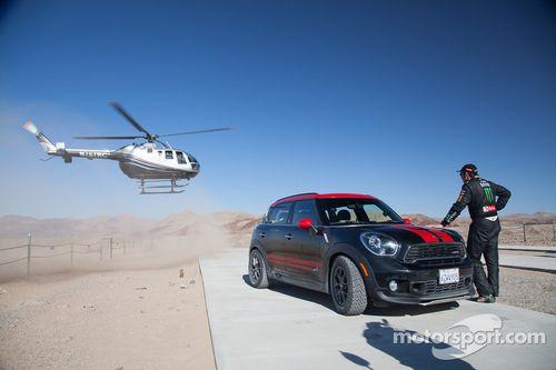 Jay Leno sulla Mini vincente nella Dakar