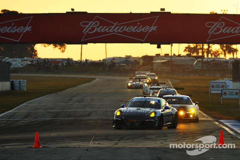 #44 Magnus Racing 保时捷 911 GT America 保时捷: 约翰·波特, 安迪·拉利, 马可·泽弗里德