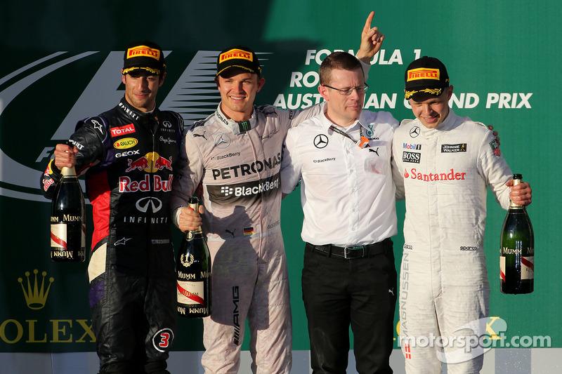 Daniel Ricciardo, Red Bull Racing, Nico Rosberg, Mercedes AMG F1 Team and Kevin Magnussen, McLaren F1