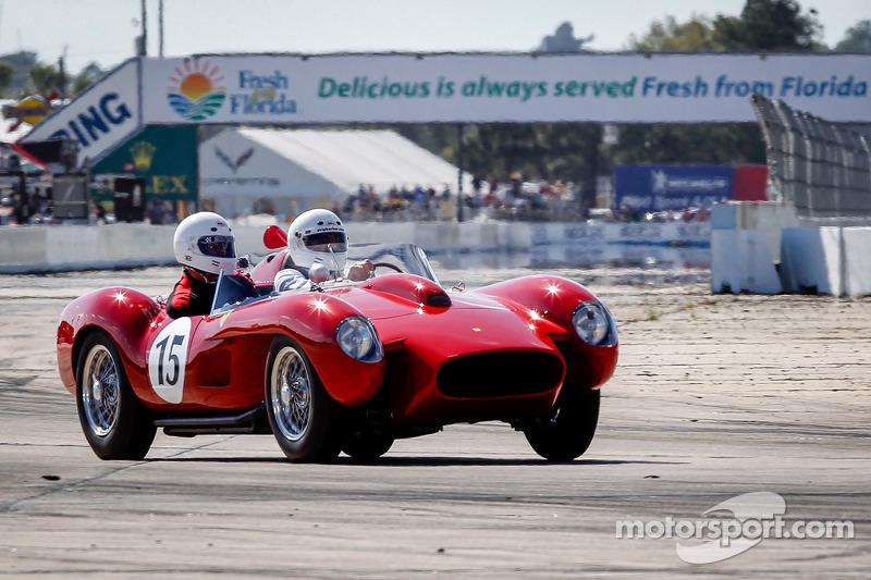 HoF Yardım Turları: Ferrari 250 Testa Rossa, Derek Bell tarafından sürülüyor