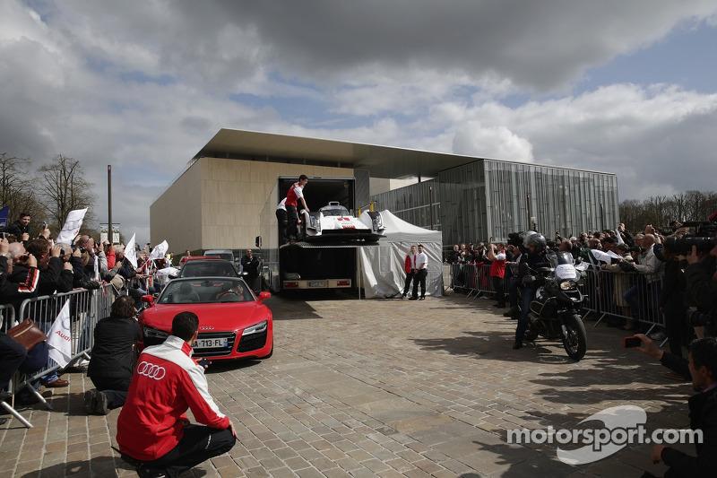 2014 Audi R18 e-tron quattro sulla Place des Jacobins