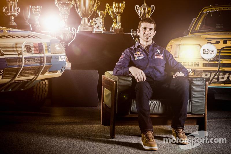 Cyril Despres 2015 Dakar için Peugeot'ya katıldı