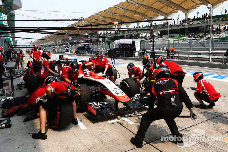 玛鲁西亚F1车队MR03赛车车手朱尔斯·比安奇练习停站