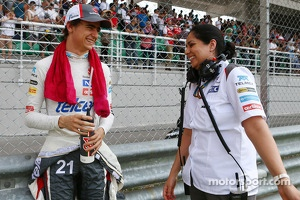 (L to R): Esteban Gutierrez, Sauber with Monisha Kaltenborn, Sauber Team Principal on the grid